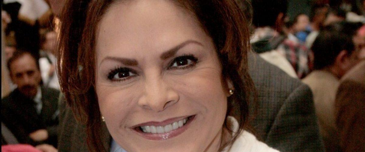 Mara Patricia Castañeda se retira los implantes de seno para prevenir cáncer