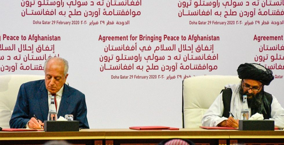 EU y talibanes firman histórico acuerdo de paz