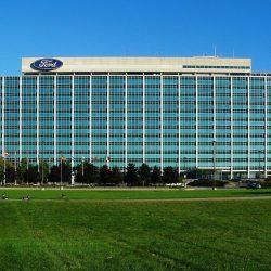 Trump autoriza a Ford, GM y Tesla fabricar ventiladores por coronavirus