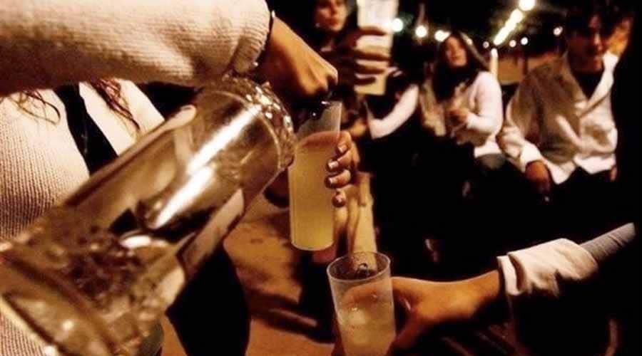 Beber alcohol debilita los huesos de personas con VIH