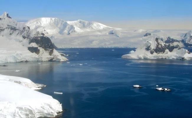 Antártida y Groenlandia se derriten seis veces más rápido que en los 90