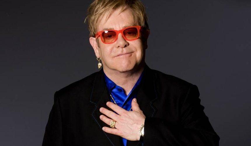 Elton John hará concierto a benéfico desde su casa