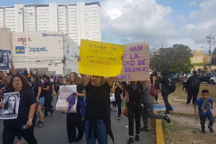 12 mil mujeres se manifiestan en Cancún