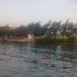 Rescata Marina a mujer que se estaba ahogando en Puerto Juárez