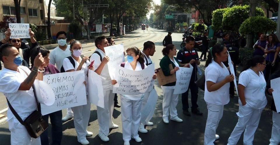 Manifiestan médicos del Hospital la Raza del IMSS falta de insumos