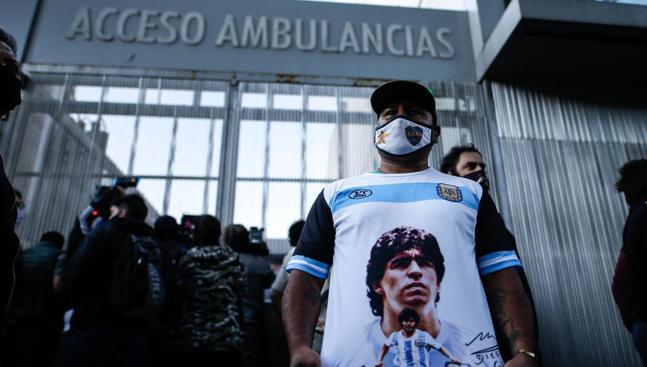 Maradona se recupera con éxito de un hematoma en la cabeza